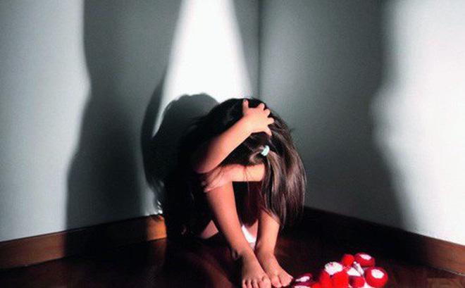 Bám theo con gái vào nhà nghỉ, giám đốc 50 tuổi bật khóc nức nở-1