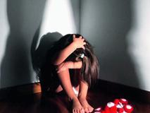 Bám theo con gái vào nhà nghỉ, giám đốc 50 tuổi bật khóc nức nở