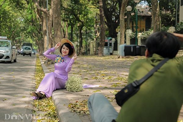 ẢNH: Mùa lá sấu nhuộm vàng trên con đường lãng mạn nhất Hà Nội-6