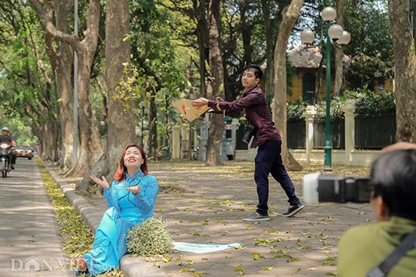 ẢNH: Mùa lá sấu nhuộm vàng trên con đường lãng mạn nhất Hà Nội-9