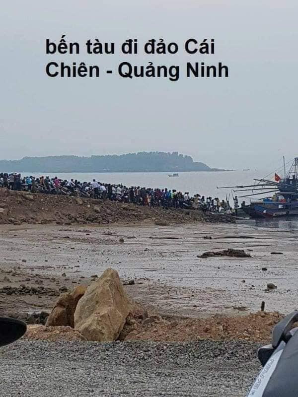 Bãi biển Sầm Sơn nhìn từ trên cao không chỗ trống, đường đi Cát Bà - xe xếp hàng dài dằng dặc dịp lễ-7