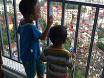 Báo động: Liên tiếp xảy ra những vụ trẻ ở nhà một mình bị rơi từ tầng cao chung cư xuống đất tử vong
