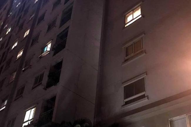 Báo động: Liên tiếp xảy ra những vụ trẻ ở nhà một mình bị rơi từ tầng cao chung cư xuống đất tử vong-1