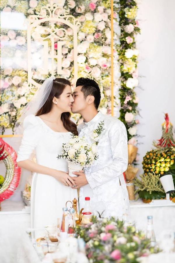 Một năm sau khi sinh con gái đầu lòng, Lê Hà (The Face) và ông xã điển trai như tài tử tổ chức đám cưới-3