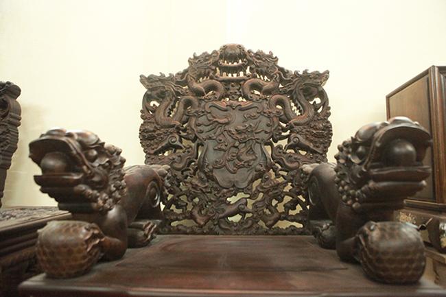 Tuyệt tác bộ bàn ghế gỗ trắc 17 món giá hơn 6 tỷ đồng của đại gia Hà Nội-13