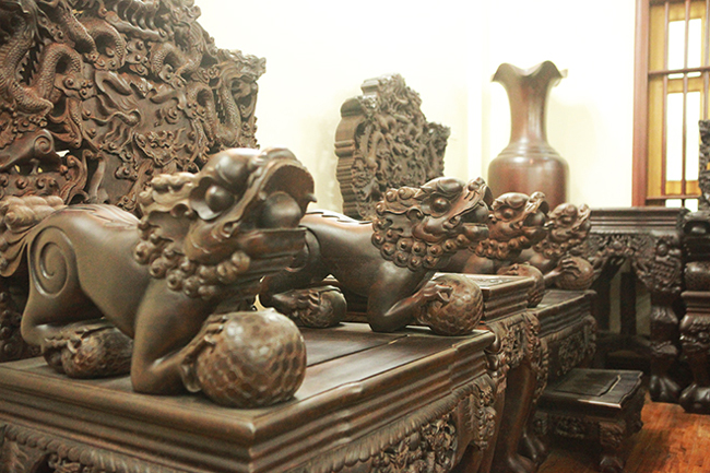 Tuyệt tác bộ bàn ghế gỗ trắc 17 món giá hơn 6 tỷ đồng của đại gia Hà Nội-4