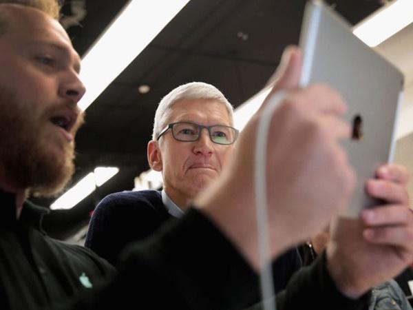 Điều hành Apple nghìn tỷ USD, CEO Tim Cook vẫn mua đồ lót giảm giá, muốn quyên hết tiền sau khi trả học phí cho cháu trai-2