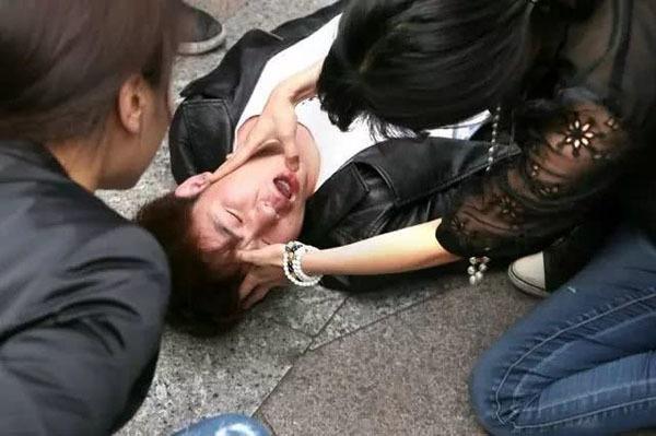 Thanh niên 27 tuổi đột quỵ trong phòng họp vì 3 thói xấu người Việt hay mắc-1