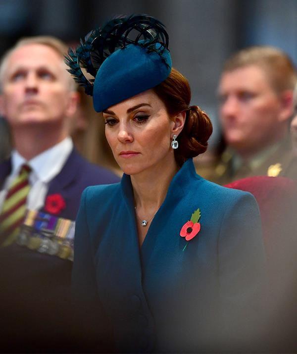 Cú sốc mới của Hoàng gia Anh: Công nương Kate rơi nước mắt vì bị em dâu Meghan cấm tiếp xúc với em bé Sussex-1