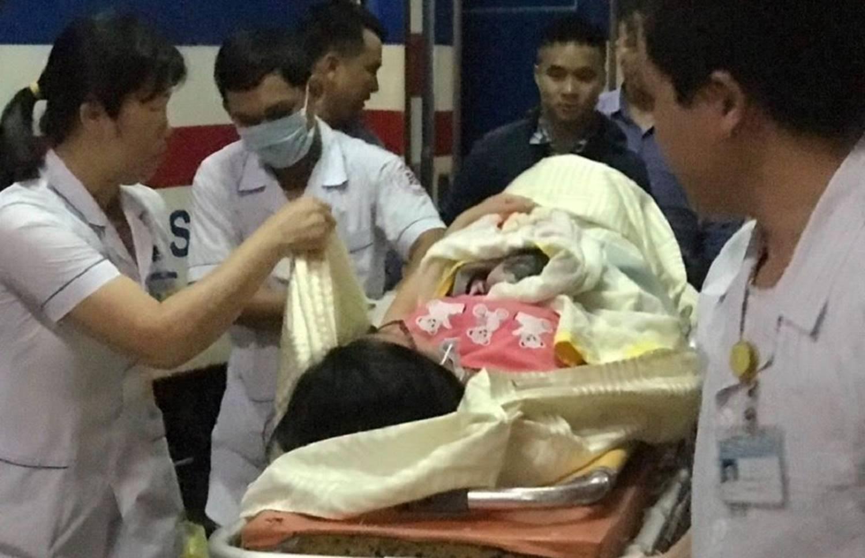 Nữ hành khách sinh bé gái trên tàu SE4 trong ngày nghỉ lễ 30/4-2