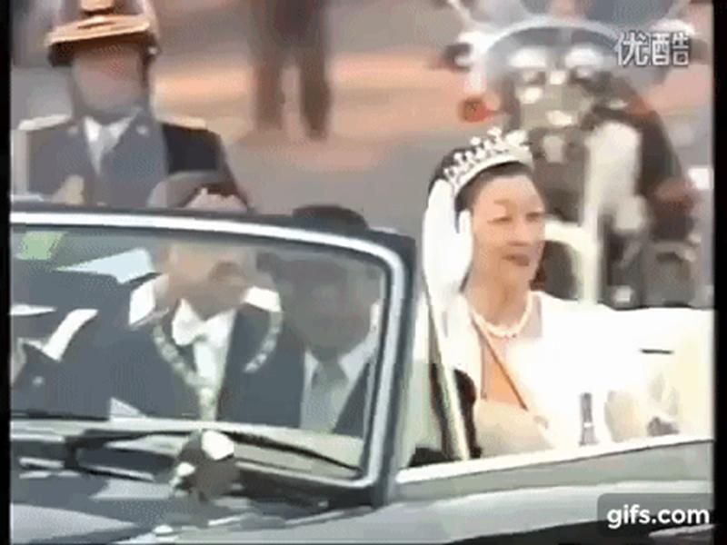 Hôm nay Nhật hoàng Akihito chính thức thoái vị, cùng nhìn lại những khoảnh khắc không thể nào quên khi ông đăng quang 30 năm trước-2