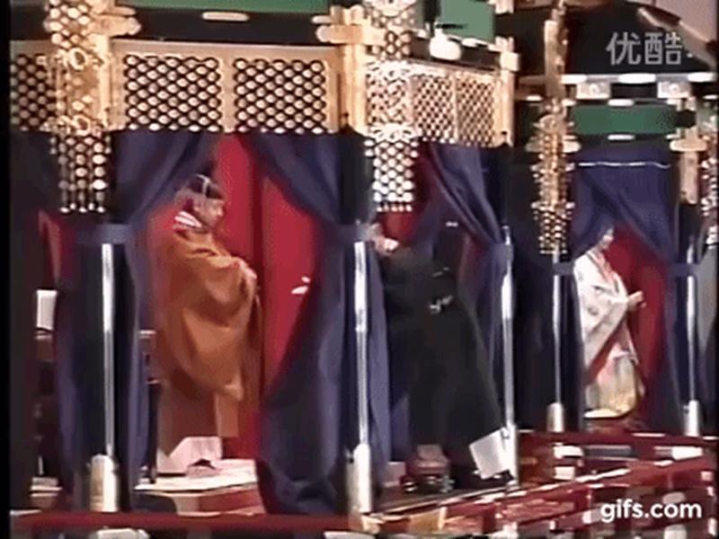 Hôm nay Nhật hoàng Akihito chính thức thoái vị, cùng nhìn lại những khoảnh khắc không thể nào quên khi ông đăng quang 30 năm trước-3