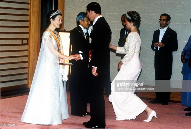 Hôm nay Nhật hoàng Akihito chính thức thoái vị, cùng nhìn lại những khoảnh khắc không thể nào quên khi ông đăng quang 30 năm trước-6