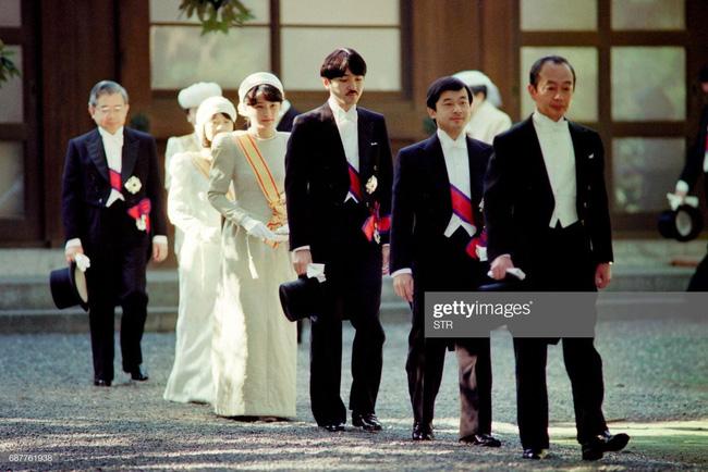 Hôm nay Nhật hoàng Akihito chính thức thoái vị, cùng nhìn lại những khoảnh khắc không thể nào quên khi ông đăng quang 30 năm trước-8