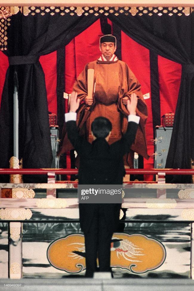 Hôm nay Nhật hoàng Akihito chính thức thoái vị, cùng nhìn lại những khoảnh khắc không thể nào quên khi ông đăng quang 30 năm trước-11