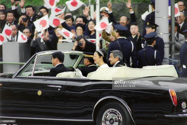 Hôm nay Nhật hoàng Akihito chính thức thoái vị, cùng nhìn lại những khoảnh khắc không thể nào quên khi ông đăng quang 30 năm trước-12