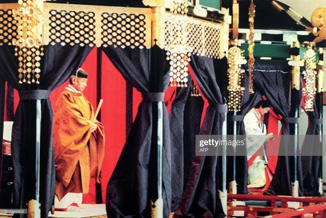 Hôm nay Nhật hoàng Akihito chính thức thoái vị, cùng nhìn lại những khoảnh khắc không thể nào quên khi ông đăng quang 30 năm trước-9