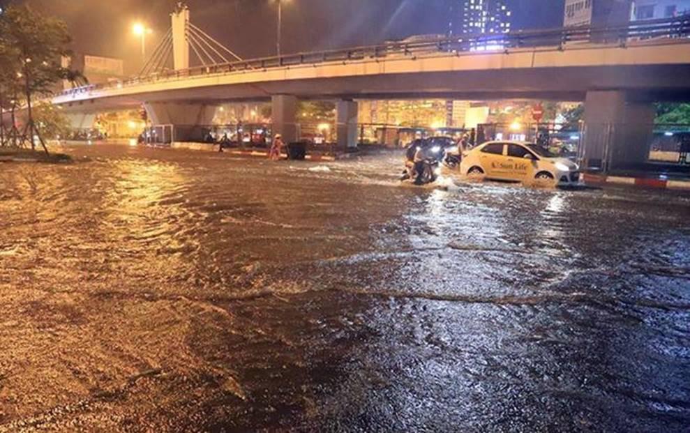 Hà Nội mưa trong đêm, nhiều tuyến đường mênh mông nước-7