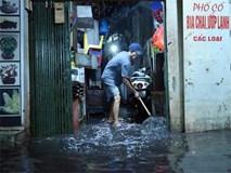 Hà Nội mưa trong đêm, nhiều tuyến đường mênh mông nước