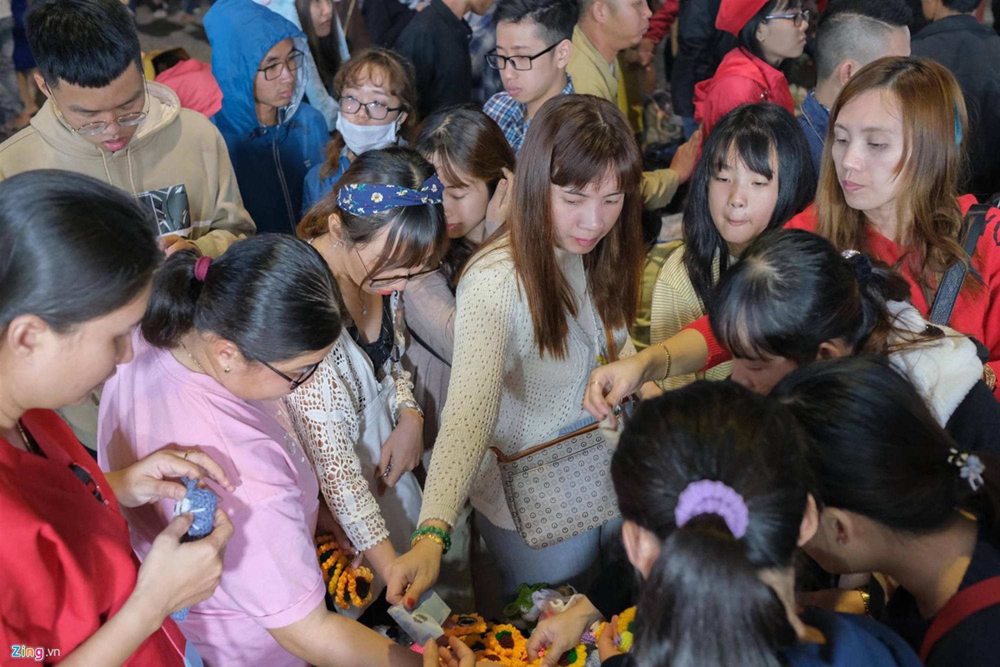 Cảnh người ngắm người ở các điểm đến nổi tiếng của Đà Lạt-9