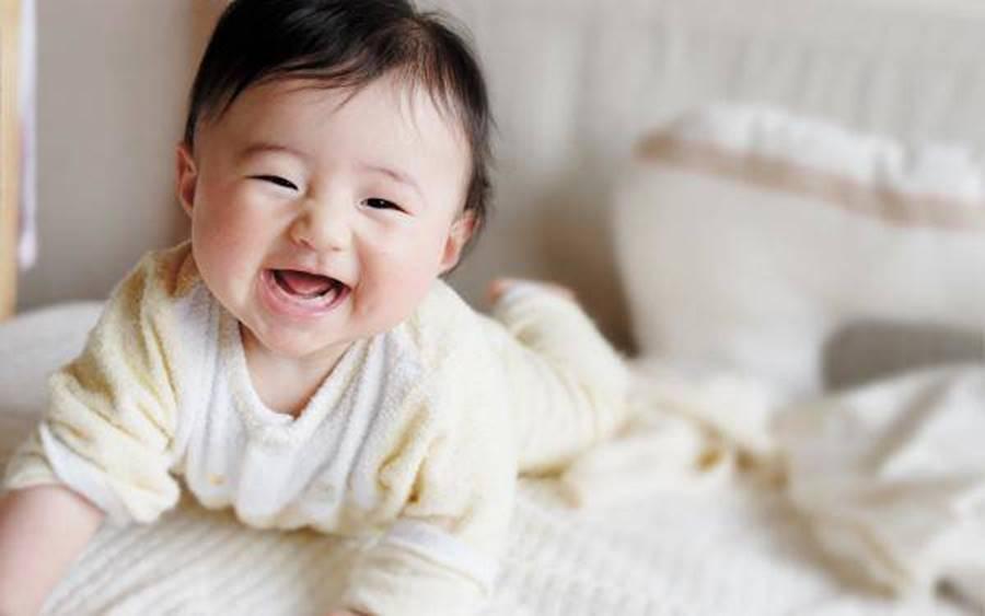 3 tình huống trẻ sơ sinh bật cười cho thấy bé có IQ cực cao, thông minh hơn người-3