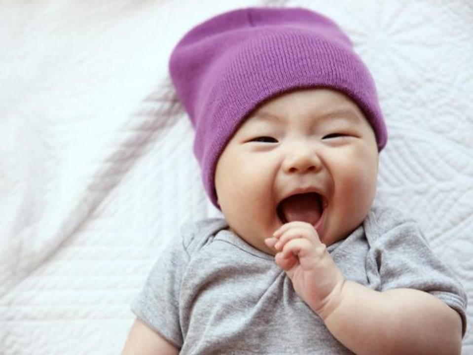 3 tình huống trẻ sơ sinh bật cười cho thấy bé có IQ cực cao, thông minh hơn người-4