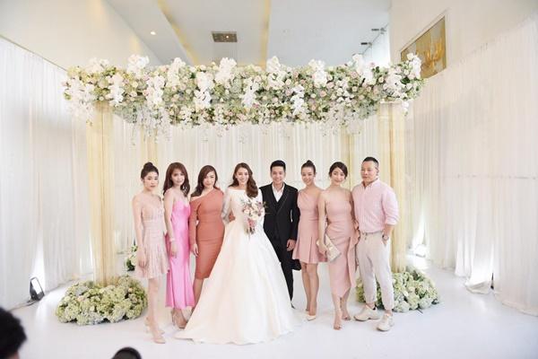 Ngọc Trinh cùng dàn mỹ nhân Vbiz nổi bật nhưng chưa chiếm spotlight bằng con gái tròn 1 tuổi trong đám cưới Lê Hà-1