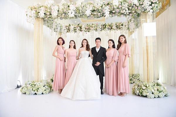 Ngọc Trinh cùng dàn mỹ nhân Vbiz nổi bật nhưng chưa chiếm spotlight bằng con gái tròn 1 tuổi trong đám cưới Lê Hà-2