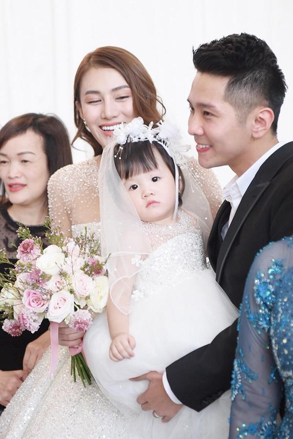 Ngọc Trinh cùng dàn mỹ nhân Vbiz nổi bật nhưng chưa chiếm spotlight bằng con gái tròn 1 tuổi trong đám cưới Lê Hà-3