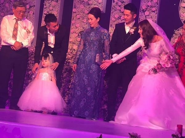 Ngọc Trinh cùng dàn mỹ nhân Vbiz nổi bật nhưng chưa chiếm spotlight bằng con gái tròn 1 tuổi trong đám cưới Lê Hà-7
