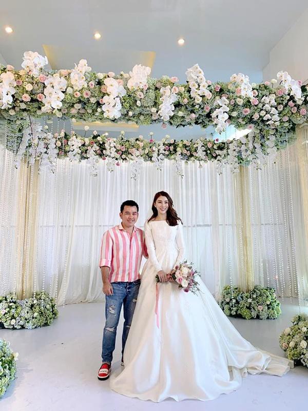 Ngọc Trinh cùng dàn mỹ nhân Vbiz nổi bật nhưng chưa chiếm spotlight bằng con gái tròn 1 tuổi trong đám cưới Lê Hà-9