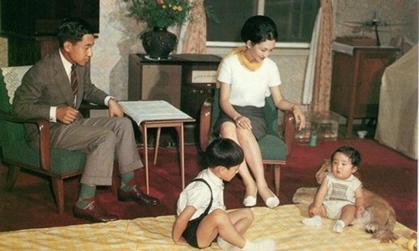Chân dung Tân Nhật hoàng Naruhito - vị vua sẽ gắn bó với người dân Nhật Bản trong thời kỳ Reiwa đầy hứa hẹn-4