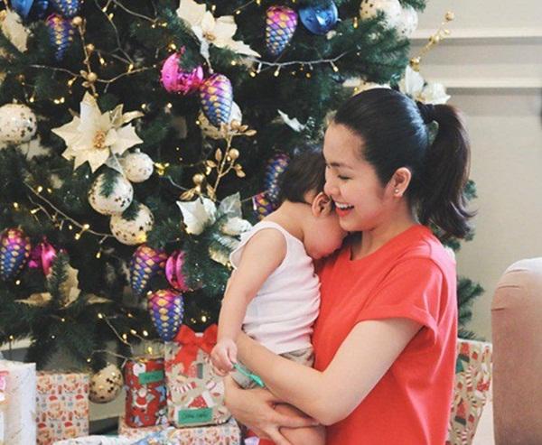 Mẹ bỉm sữa Hà Tăng và câu chuyện hài hước về sự tranh cướp cái ôm giữa chồng và con trai-4