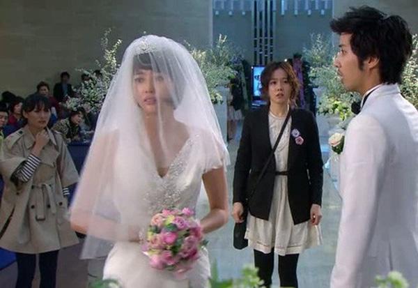 Vừa nhận được món quà cưới của bạn gái cũ mang tới, chú rể lập tức hủy hôn trước sự ngỡ ngàng của cả họ nhà gái-2