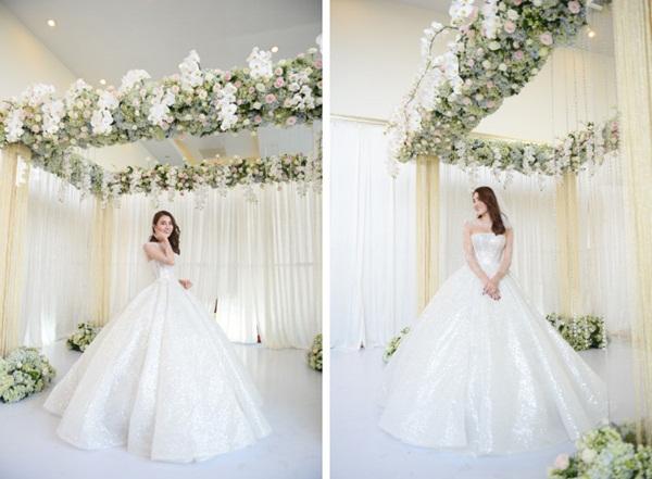 Ngắm bộ váy cưới Lọ Lem trị giá 400 triệu của Lê Hà, nhưng dân tình lại mê mẩn bộ váy trắng của công chúa tí hon bên cạnh cô-1