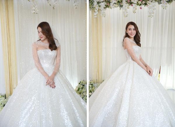 Ngắm bộ váy cưới Lọ Lem trị giá 400 triệu của Lê Hà, nhưng dân tình lại mê mẩn bộ váy trắng của công chúa tí hon bên cạnh cô-2