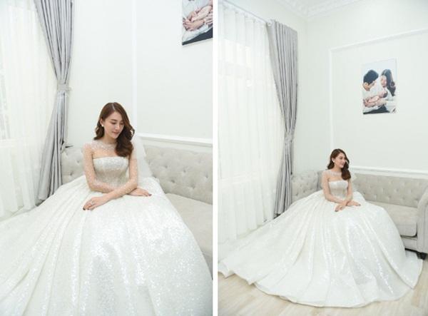 Ngắm bộ váy cưới Lọ Lem trị giá 400 triệu của Lê Hà, nhưng dân tình lại mê mẩn bộ váy trắng của công chúa tí hon bên cạnh cô-3