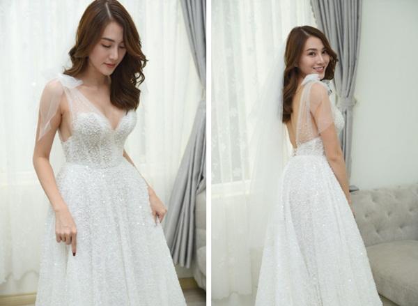 Ngắm bộ váy cưới Lọ Lem trị giá 400 triệu của Lê Hà, nhưng dân tình lại mê mẩn bộ váy trắng của công chúa tí hon bên cạnh cô-4