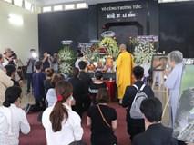 Nhìn nghệ sĩ Lê Bình vẫn đội chiếc mũ quen thuộc lúc nhập quan, nhiều người xúc động rơi nước mắt