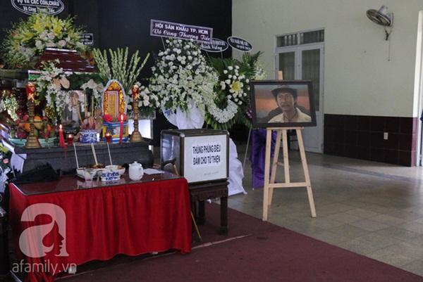 Con gái nuôi nghẹn ngào thông báo lời trăn trối đặc biệt của nghệ sĩ Lê Bình trước khi qua đời-1