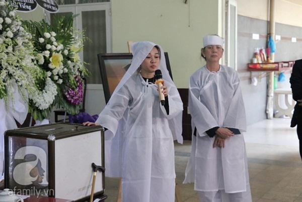 Con gái nuôi nghẹn ngào thông báo lời trăn trối đặc biệt của nghệ sĩ Lê Bình trước khi qua đời-4