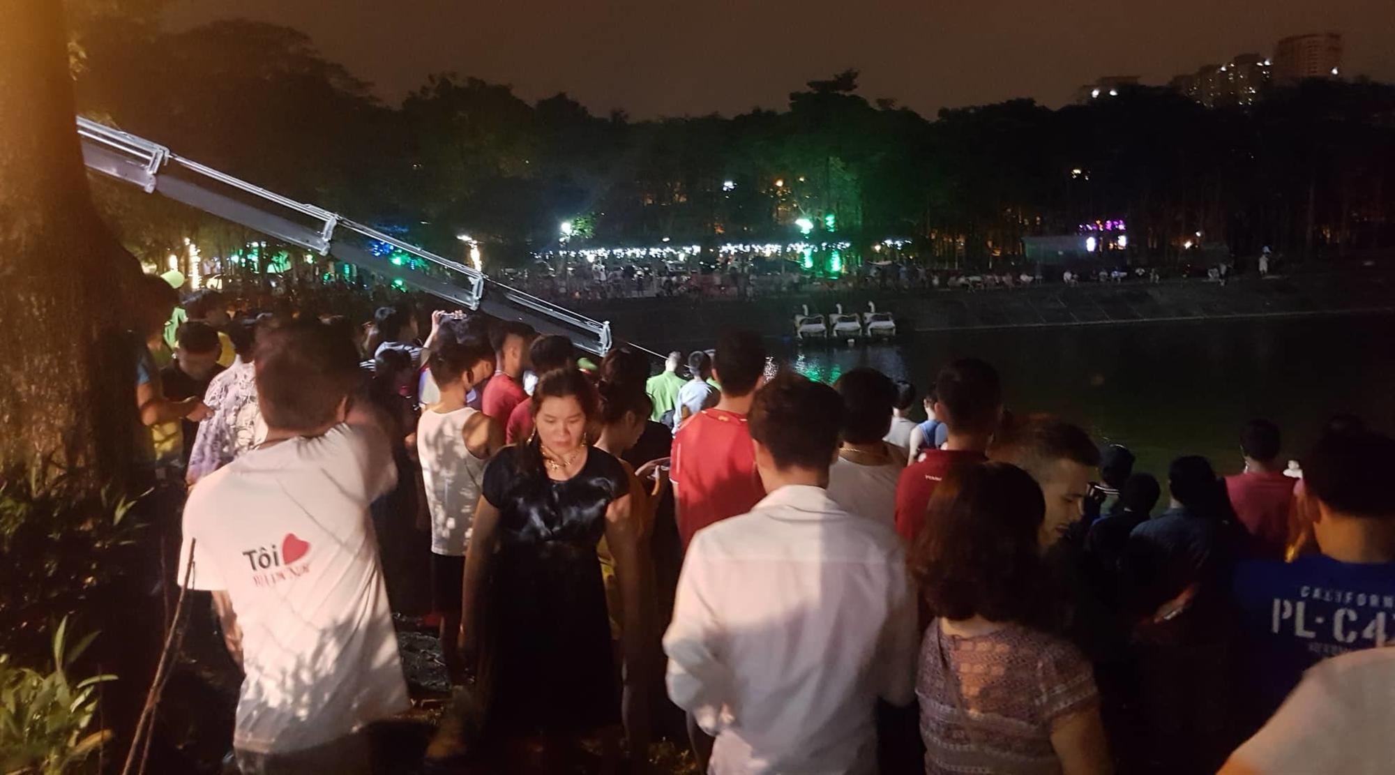 Ô tô lao xuống hồ Linh Đàm lúc nửa đêm, dưới chân tòa HH-2