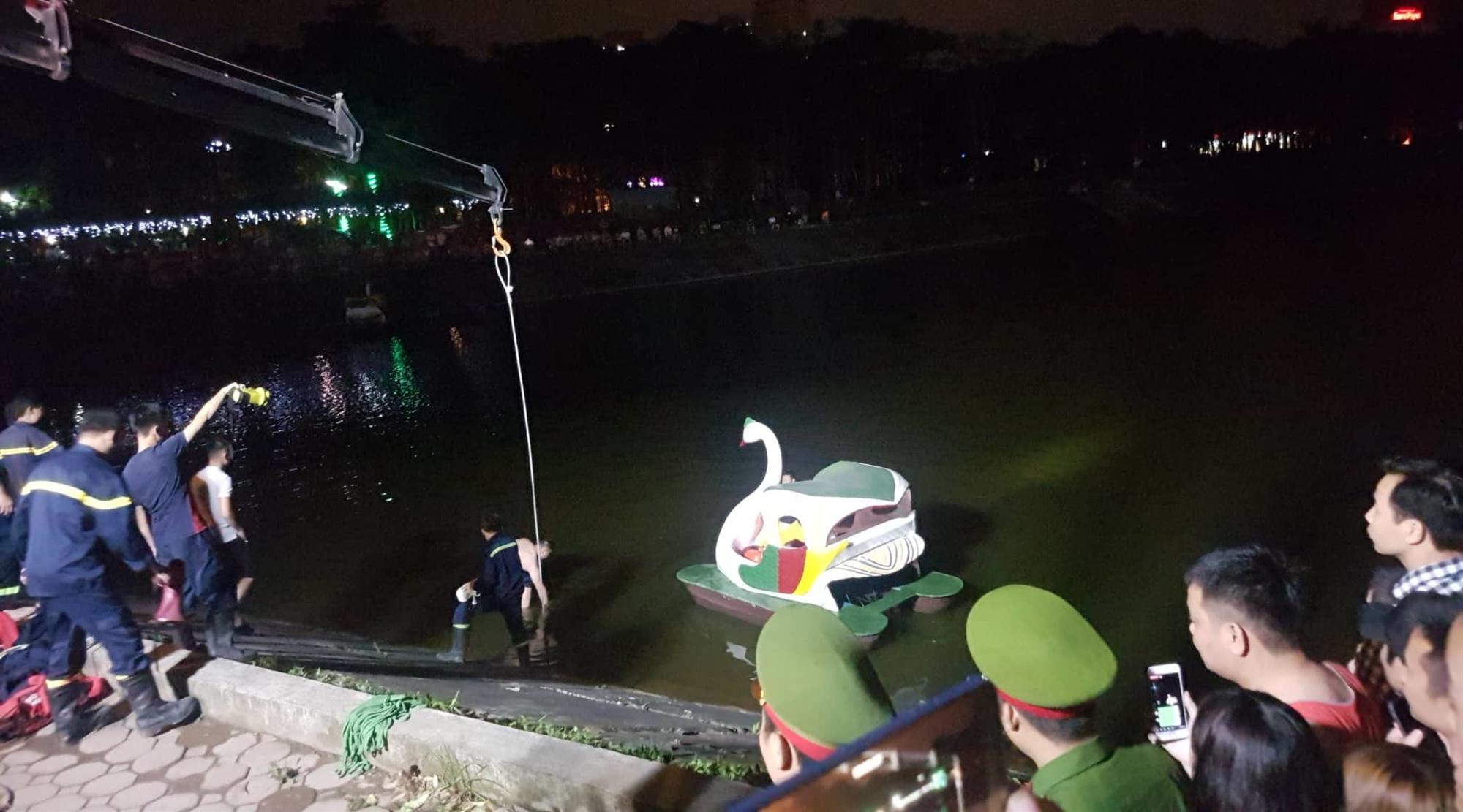 Ô tô lao xuống hồ Linh Đàm lúc nửa đêm, dưới chân tòa HH-3