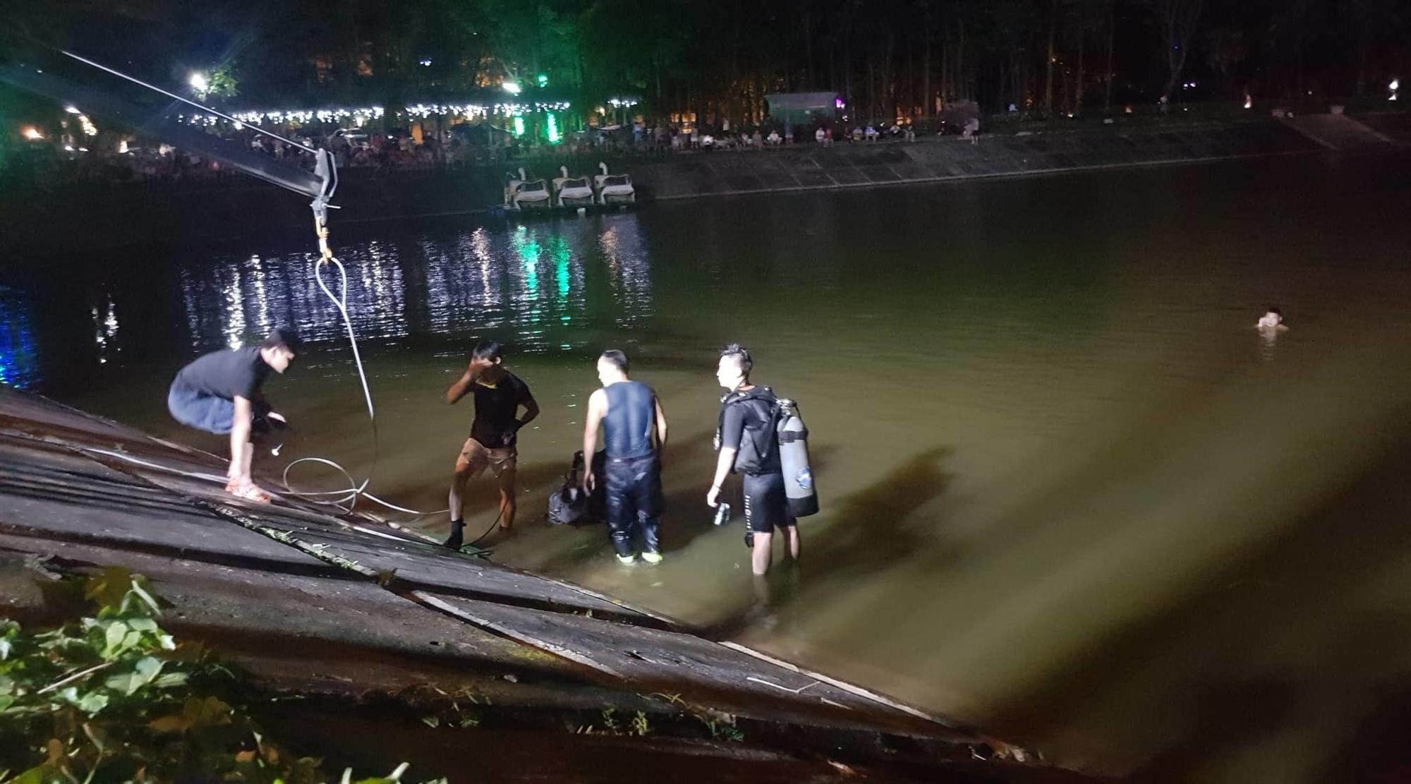 Ô tô lao xuống hồ Linh Đàm lúc nửa đêm, dưới chân tòa HH-4