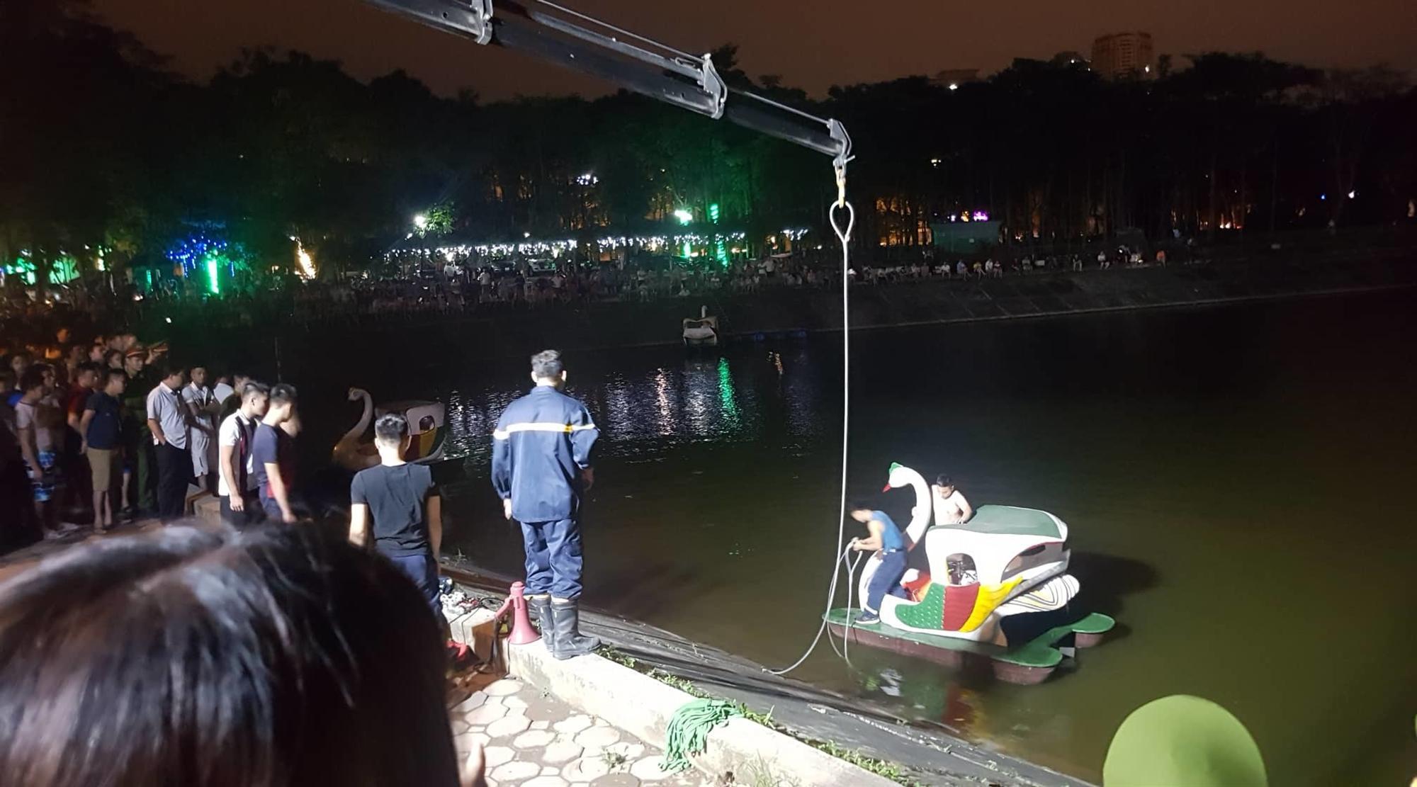 Ô tô lao xuống hồ Linh Đàm lúc nửa đêm, dưới chân tòa HH-6