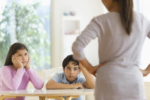 Các con hay đánh nhau, cãi vã bố mẹ nên xử lí thế nào cho đúng mà không lo mình thiên vị?-1