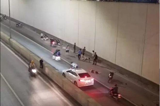 Bỏ chạy sau tai nạn ở hầm Kim Liên, tài xế xe Mercedes nói đi tìm biển số bị rơi-2