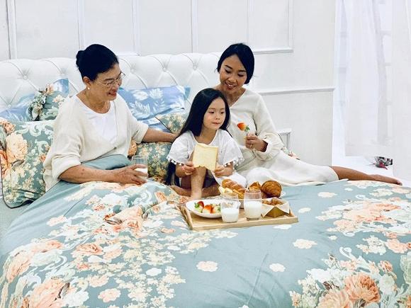 Vợ chồng Đoan Trang tình tứ kỷ niệm 6 năm góp gạo thổi chung nồi-2