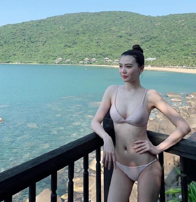 Nghỉ lễ 30/4 - 1/5: Thúy Vi mặc bikini bé tí xíu tôn cơ thể đầy đặn hợp chuẩn đẹp mới-5