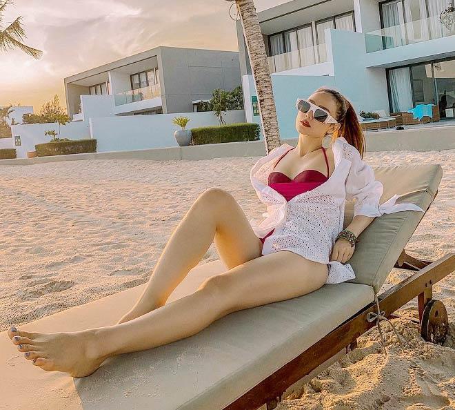 Nghỉ lễ 30/4 - 1/5: Thúy Vi mặc bikini bé tí xíu tôn cơ thể đầy đặn hợp chuẩn đẹp mới-9